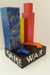 Autore Leonardo Pappone Leopapp Titolo opera War is not a game; 54x35x30 cm; installazione multimaterica su legno. Anno 2016 20160924_120014-1